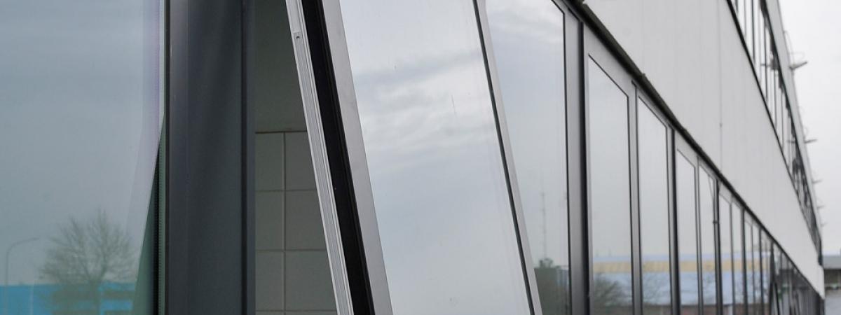 Aluminium Buitenschrijnwerk Bedrijfspand
